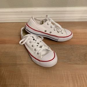 Kids converse all star shoes. Size 1.